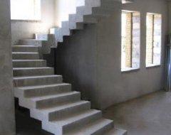 Монолітні сходи з бетону: інструкція по монтажу