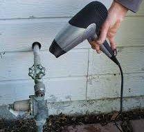 Розморожування труб. Що робити, якщо замерз водопровід у заміському будинку