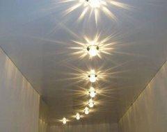 Люстра у коридор