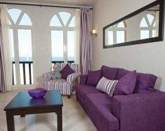 Фіолетовий інтер'єр вітальні: практичні поради