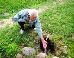 Як самостійно знайти воду на ділянці