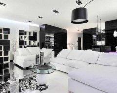Інтер'єр чорно-білої вітальні