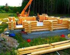 Колода ручного рубання для будівництва зрубу будинку