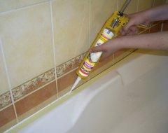 Герметизація швів навколо ванни