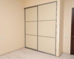Вбудована шафа-гардероб: економимо простір