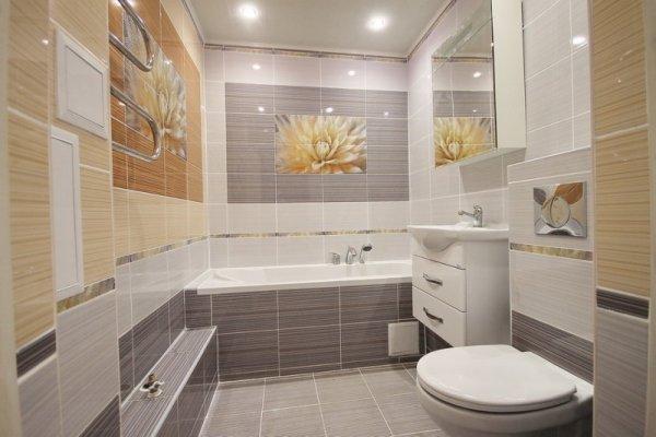 Фризы, панно и декоры для плитки в <em>плитка с декором в интерьере</em> интерьере ванной комнаты.